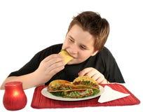 吃炸玉米饼 库存图片