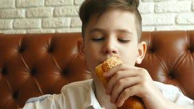 吃热狗的小孩 股票录像