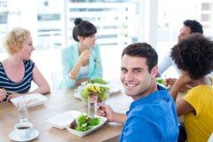 吃的商人午餐 免版税库存图片