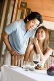 吃的夫妇晚餐 免版税库存照片