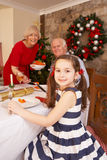 吃的子项与祖父项的圣诞节晚餐 免版税图库摄影