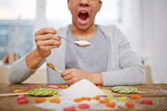 吃糖 免版税库存照片