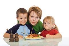 吃系列意大利面食面带笑容 库存照片