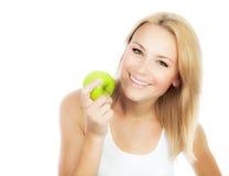 吃苹果的俏丽的女孩 免版税库存照片
