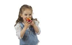 吃苹果的女孩 库存照片