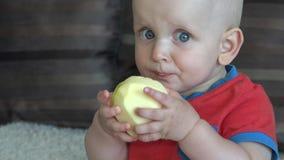 吃苹果的男婴 股票录像