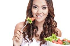 吃菜沙拉的健康少妇 库存照片