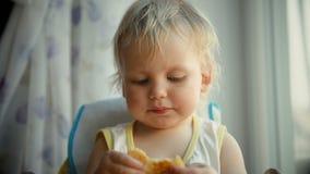 吃薄煎饼的婴孩 股票录像