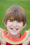 吃西瓜的男孩 免版税图库摄影