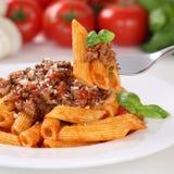 吃面团博洛涅塞调味汁面条膳食的意大利烹调 库存图片