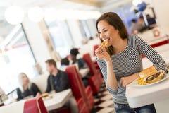 吃饭的客人的妇女 免版税图库摄影
