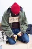 吃他的膳食的无家可归者 免版税库存图片
