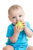 吃绿色苹果的婴孩 免版税库存照片