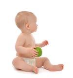 吃绿色苹果蓝眼睛的婴儿儿童婴孩孩子看Th 免版税库存图片