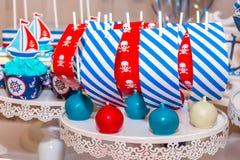 各种各样五颜六色的欢乐甜点 图库摄影