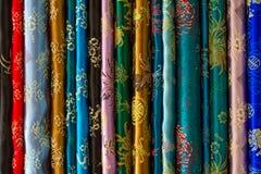 各种各样五颜六色的织品 免版税库存图片