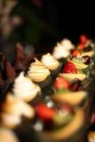 各种各样可口婚礼的开胃菜 图库摄影