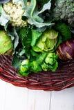 各种各样圆白菜硬花甘蓝花椰菜 分类在篮子的圆白菜 免版税图库摄影