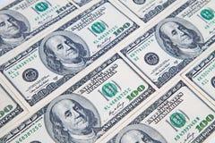 从各种各样的一百美元票据的背景 许多货币 背景美元眼睛重点 免版税库存照片