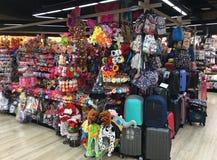 各种各样的事商店在MBK购物中心,曼谷的 库存图片