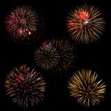 各种各样的五颜六色的烟花的汇集在黑背景的 免版税库存图片