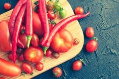 各种各样的五颜六色的蕃茄和辣椒 图库摄影