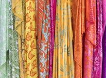 各种各样的五颜六色的织品 免版税库存图片