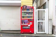 各种各样的公司自动售货机在东京 库存照片