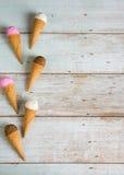 各种各样的冰淇凌顶面下来观看 图库摄影