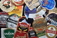 各种各样的啤酒瓶标签 库存照片