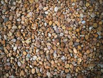各种各样的大小小卵石石头充分的框架背景  免版税库存图片