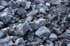 各种各样的大小灰色岩石  图库摄影