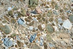 各种各样的大小聚集体和小卵石的织地不很细样式  免版税库存图片