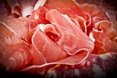 各种各样的意大利蒜味咸腊肠 图库摄影