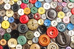 各种各样的按钮的汇集在黑暗的背景的 免版税库存图片