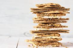 各种各样的整个五谷小面包干薄脆饼干 免版税库存照片