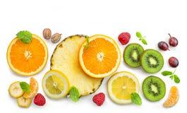 各种各样的新鲜水果切片 图库摄影