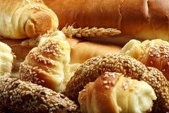 各种各样的新鲜的面包店产品 图库摄影