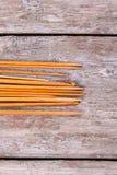 各种各样的木被设置的编织针和钩针编织 库存图片