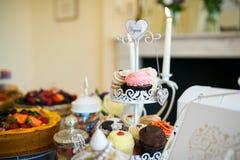 各种各样的杯形蛋糕 免版税库存图片
