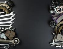 各种各样的汽车零件和工具 免版税图库摄影