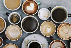 各种各样的热的咖啡饮料鸟瞰图  库存图片