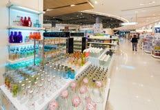 各种各样的瓶子和瓶,泰国模范购物中心,曼谷 库存图片