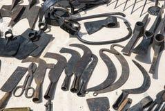 各种各样的生锈的葡萄酒金属工具 图库摄影