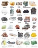 各种各样的矿物向与名字的矿物扔石头 免版税库存图片