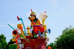 各种各样的童话和漫画人物东京迪斯尼乐园梦想欢悦游行  图库摄影