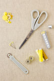 在黄色口气的缝合的辅助部件 免版税库存照片