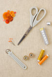 在橙色口气的缝合的辅助部件 免版税库存图片