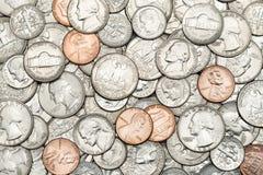 各种各样的美国,事务的美国硬币,金钱,财政概念背景 堆金黄硬币,银币,铜币, 免版税库存图片