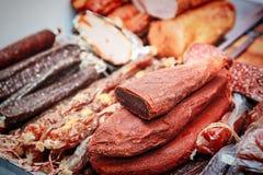 各种各样的肉纤巧,烟肉,香肠,火腿 库存照片